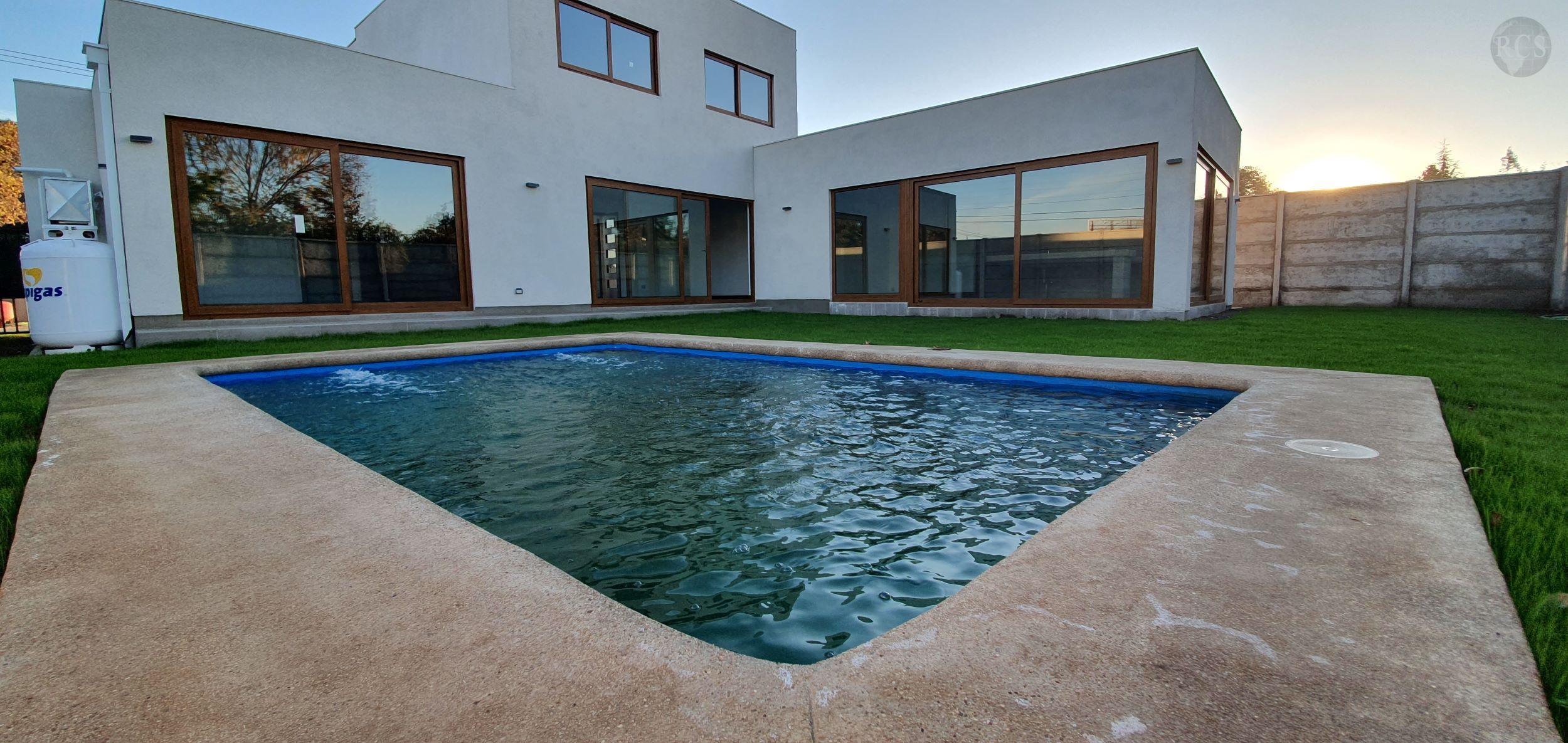 Vendo hermosa casa en condominio  cerrado a 2 cuadras Colegio Ingles