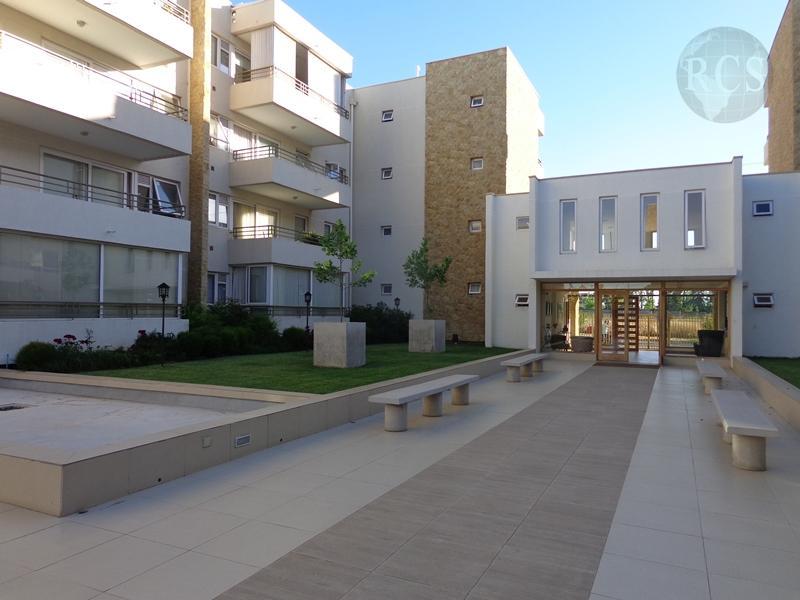 Arriendo amplio  departamento, Edificio Parque Universitario