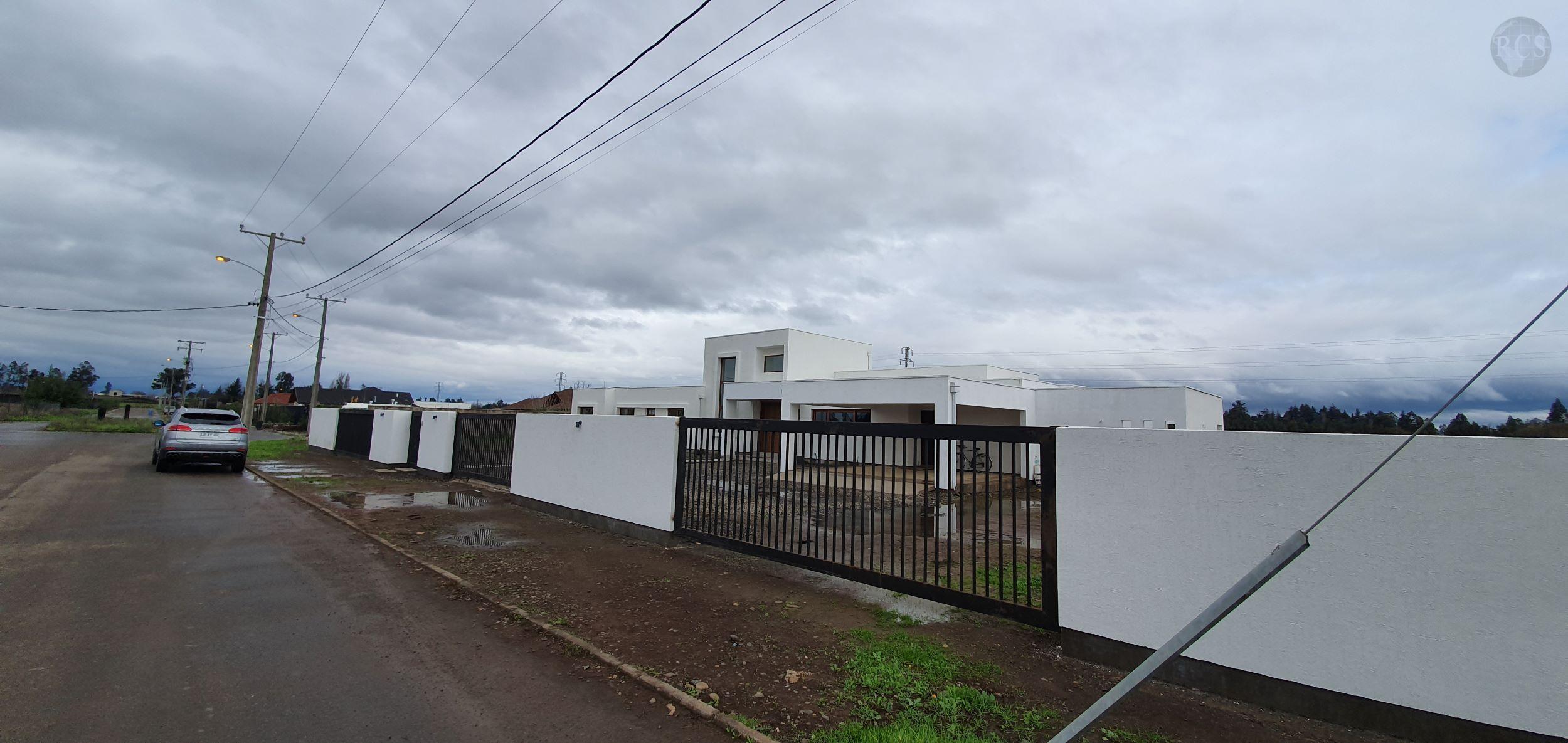 Vendo amplia  y hermosa  casa  de 385m2  en parcela de 5000m2